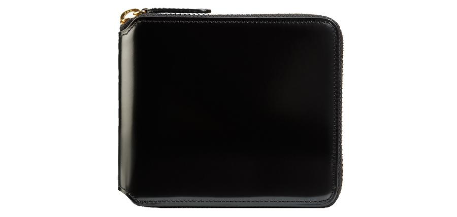 コンパクトなサイズ感と使いやすさを重視したコードバンラウンド二つ折り財布