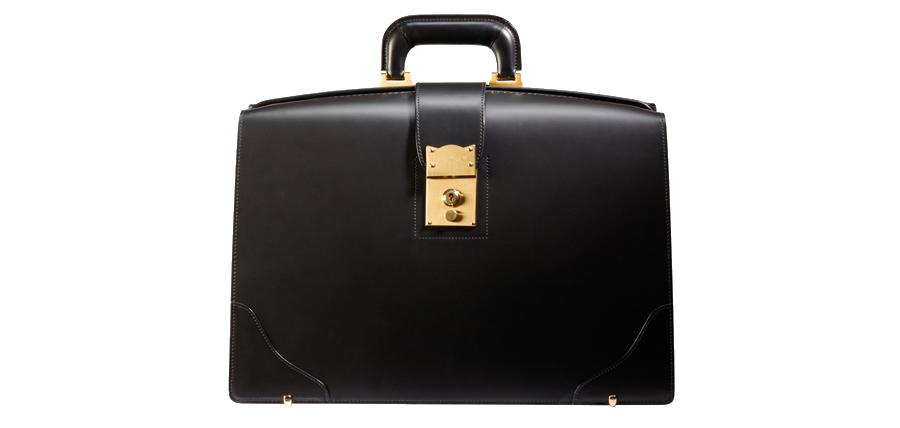 一流の紳士が持ちこなせる一級品鞄。大切な人だから贈る特別なギフト