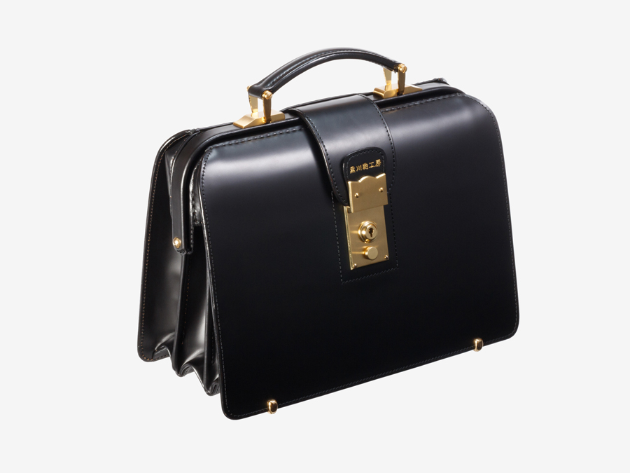 黒川鞄ならではの頑丈な作りとスマートな佇まいを実現