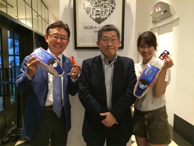 精神科医の小林一広先生、番組アシスタントの佐藤千晶さんと。